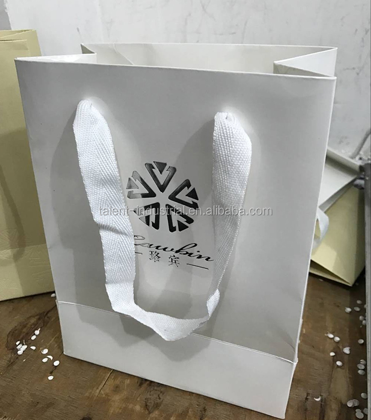 2016 Customized white paper packaging bag with your own logo, 35*25*8