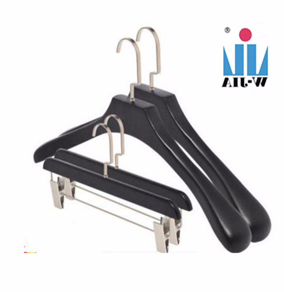 Factory led products expandable thick metal hook wooden clothes hanger for hanger fabric samples
