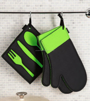 Kitchen cooking neoprene oven mitt set with pot holder