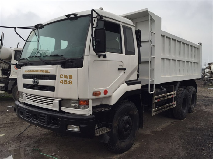 good price nissan ud diesel CWB459 japan used dump trucks for sale
