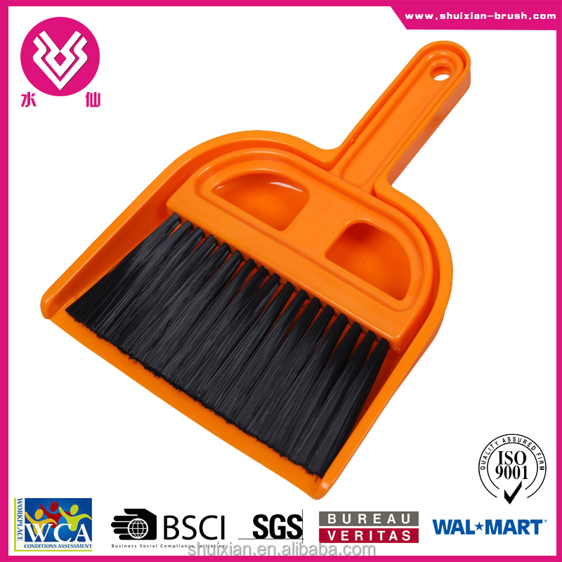 Hot sale brush dustpan and broom with beautiful handle