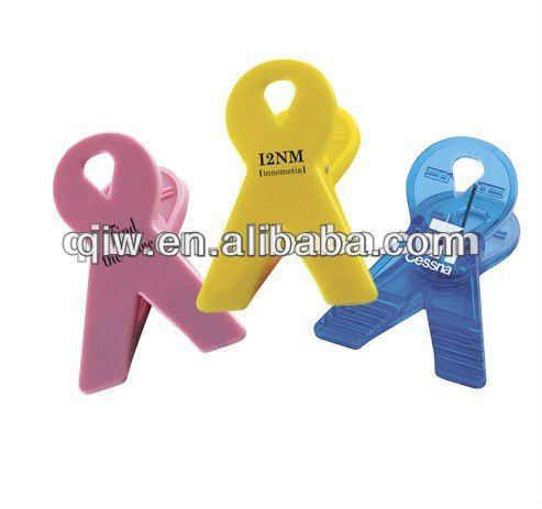colorful plastic clips for clothes