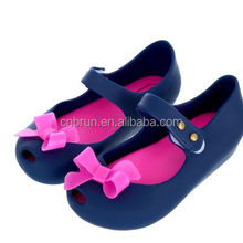 2017 new style Girls jelly cartoon soft outsole children sandals with bow