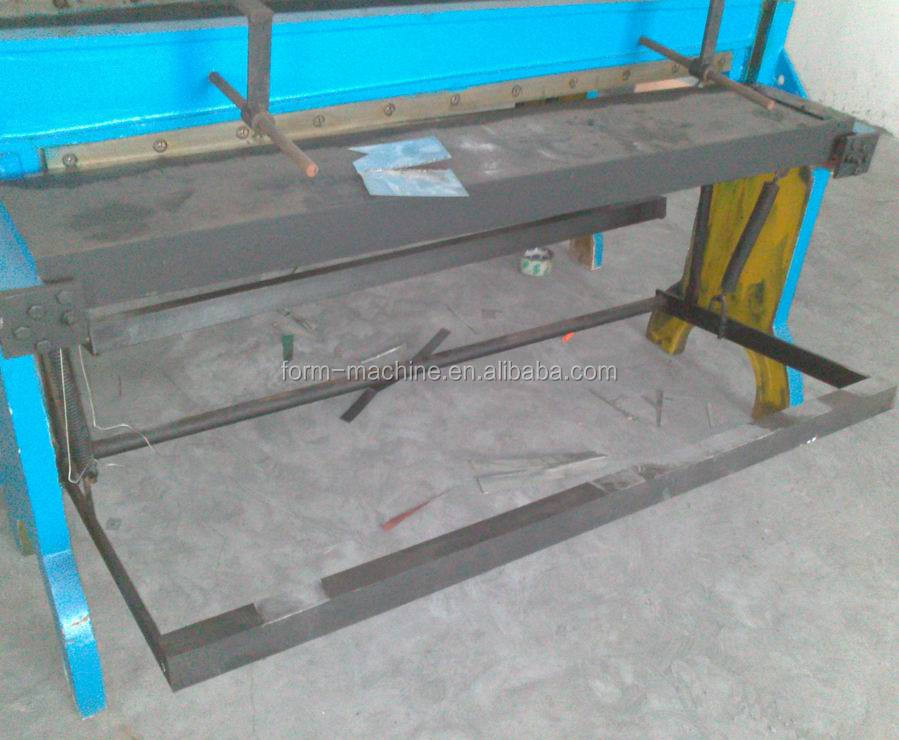 Foot guillotine shearing <strong>machine</strong> in sheet metal industries factory