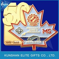 custom die struck badges wholesale,metal maple leaf lapel pin with color filling