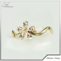 New Fashion Crystal Flower Alloy Gold Finger Ring Rings Design for Women with Price1310-3