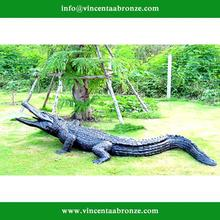 2015 new design garden decor bronze metal crocodile sculpture