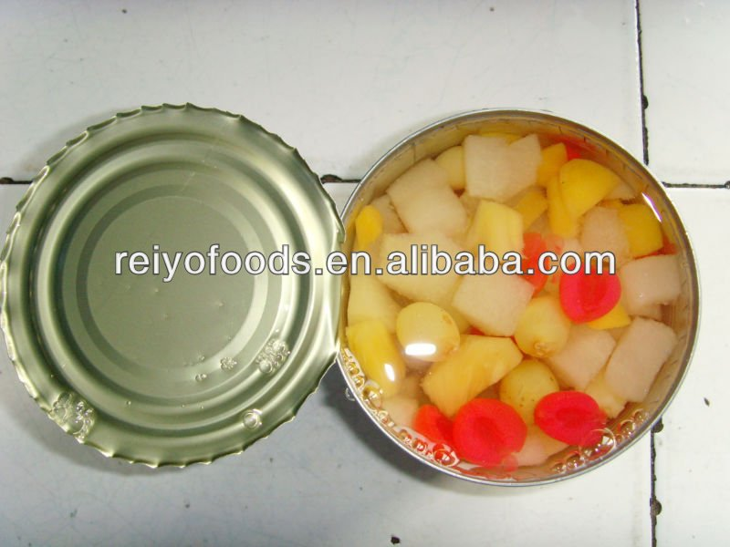 fruit cocktail in tin