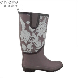 Rubber rain boot women fashion boot has split joint and has white flower printed