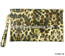 Wholesale various super star stylish clamshell-style imitation leopard skin ladies clutches