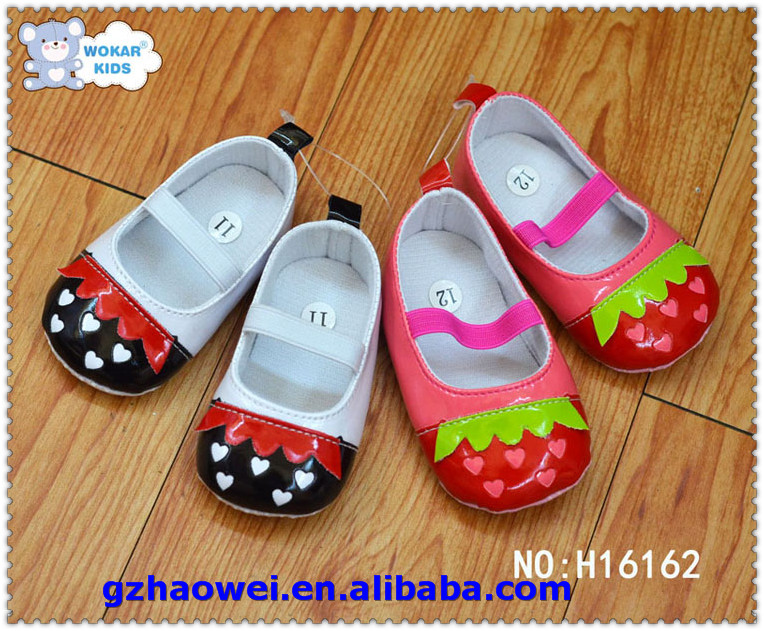 Stylish strawberry pattern leather baby shoes