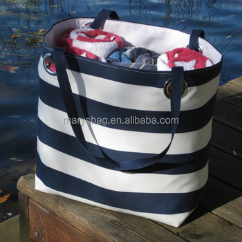 Weekender Bag in Navy and White color