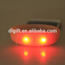 Hot items 2018 party supplies glow in the dark silicone bracelet flashing led light wristband