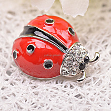 2015 ventas calientes lindo little red ladybug broche