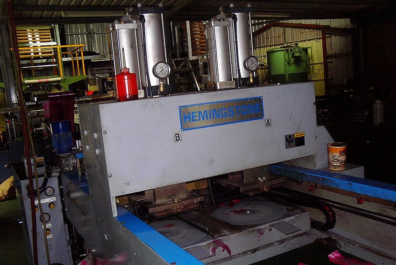Bottom & Side sealing and cutting machine