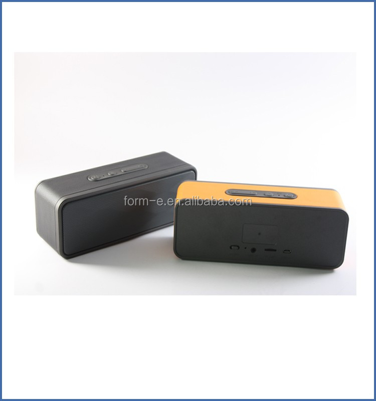 battery powered wireless speaker connection for projector