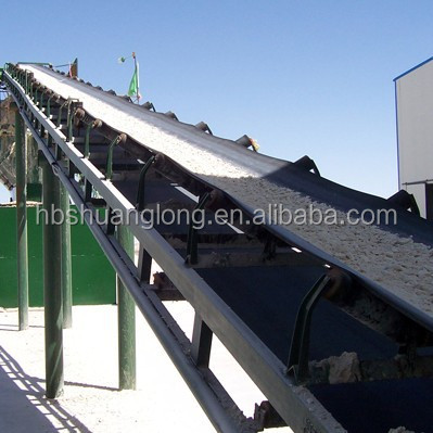 Rubber conveyor belt for bulk materials conveying