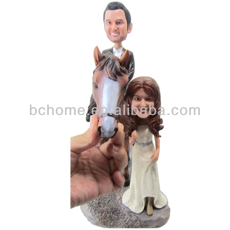 Polyresin customized lover riding for dating bobble head