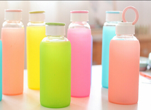 Borosilicate glass water bottle cover colorful silicone sleeve,insulated hot sipper bottle