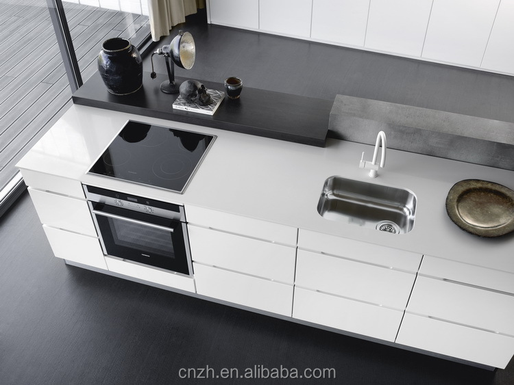 2015 nice modern customized high gloss Lacquer kitchen cabinet make in China