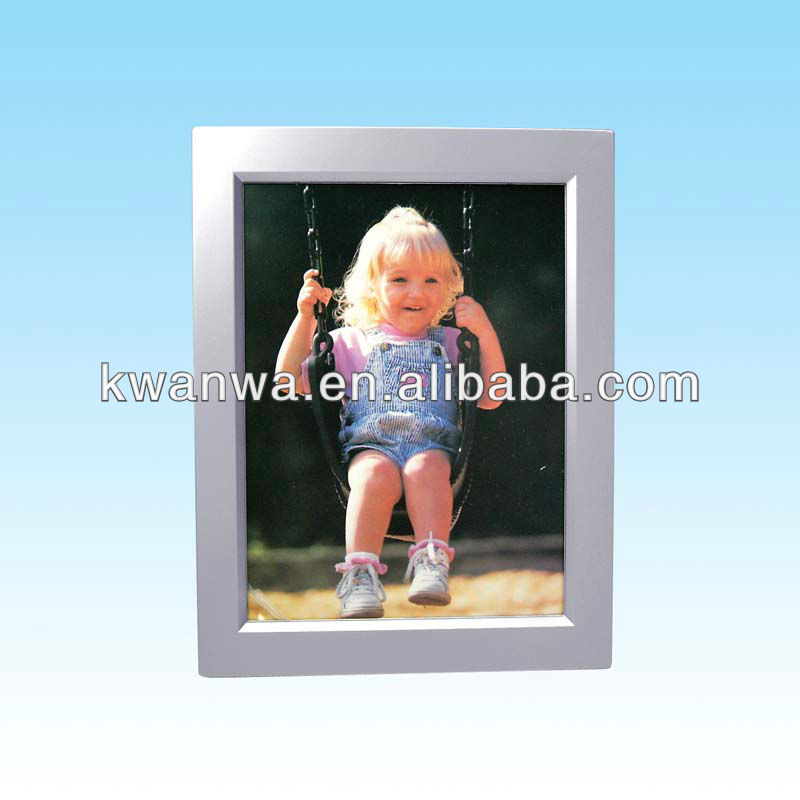photo frame with 15s recording and Can hold 7 x 5-inch photo