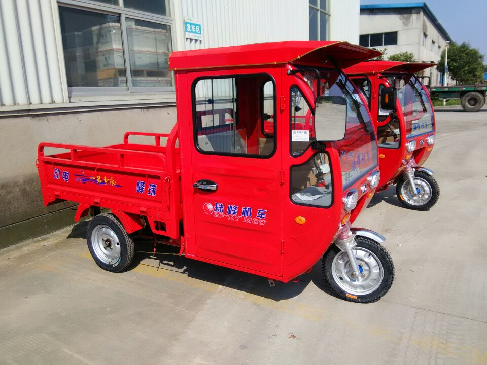 hot sale closed petrol tricycle/truck for passenger/cargo