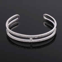 New coming custom design exquisite lady novelty bangle bracelet