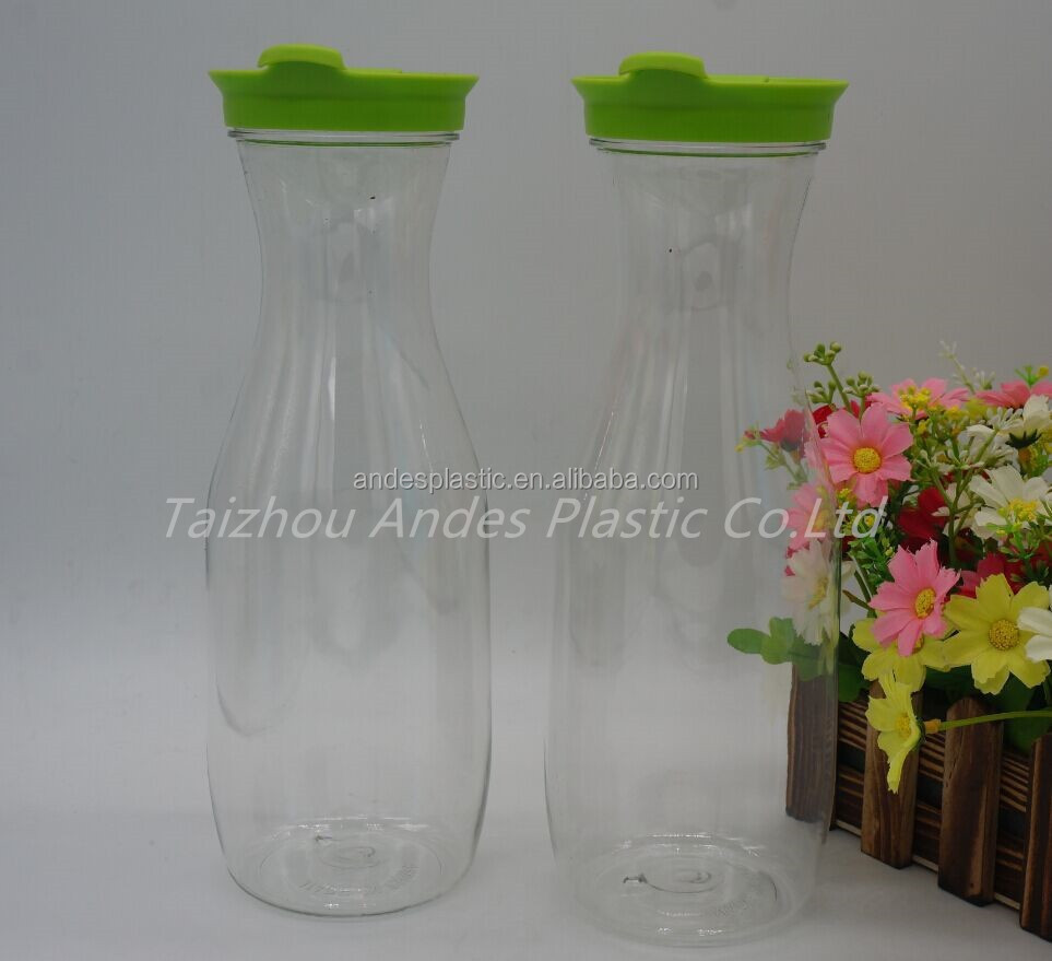 Eco-friendly 700ml Plastic Beverage Carafe bottle with lid