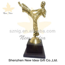 2012 new design customized metal trophy design with figures trophy