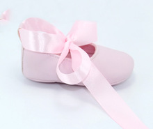 Wholesale Silk ribbon fancy Baby girl Shoes prewalker Princess baby Shoes