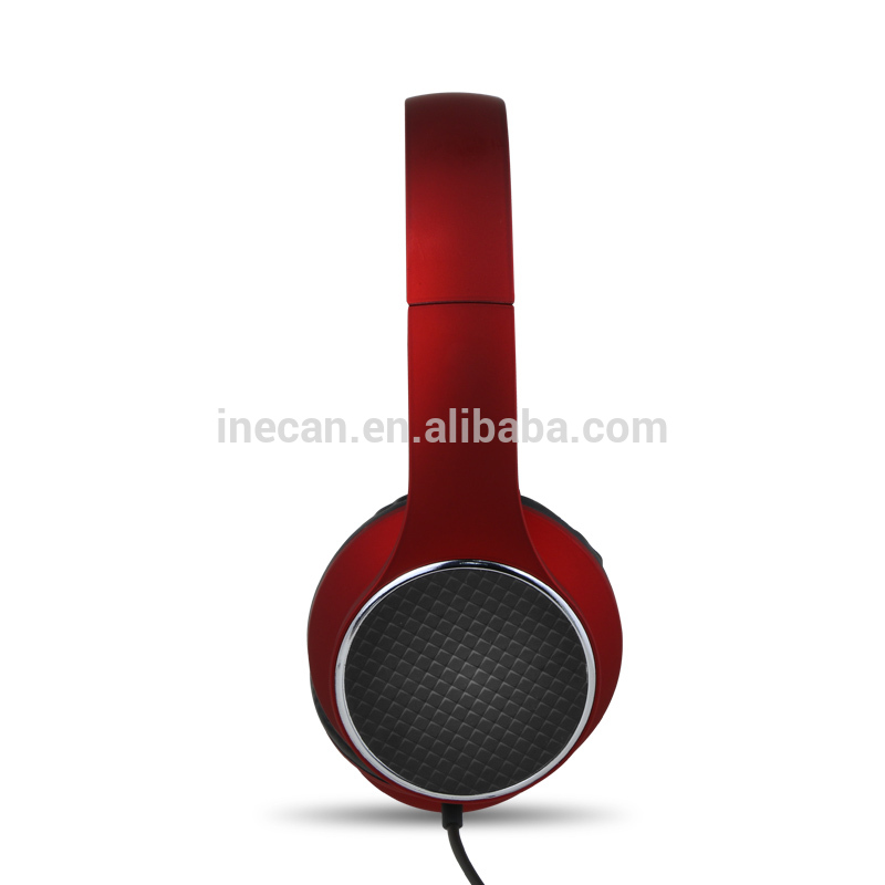 Noise-isolating mobile headphone In black white silver