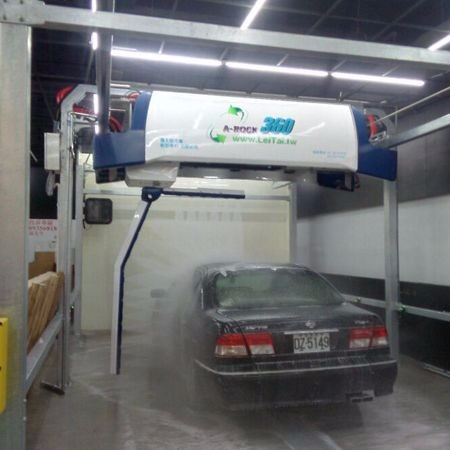 Leisu touch free vehicle washing service station equipment with foam