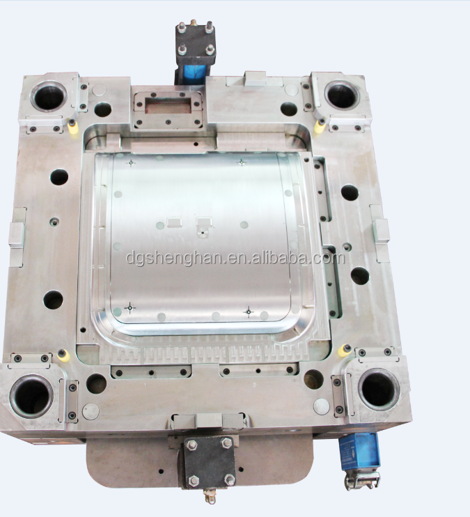 Plastic injection mold for water filters