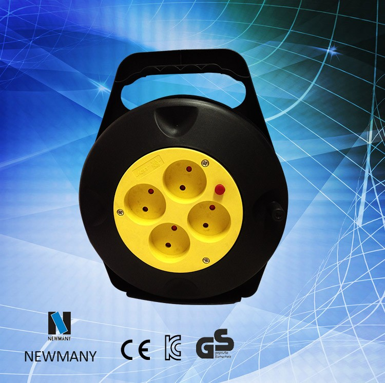 Retractable ground cable reel