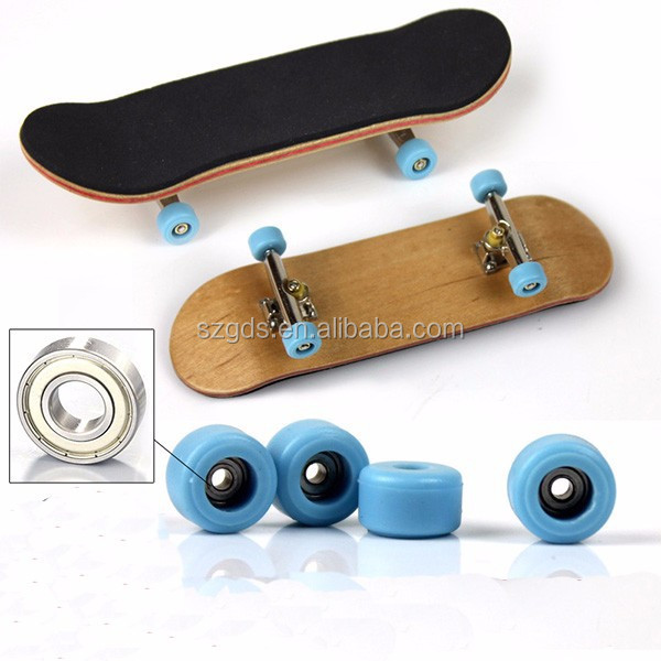 Wholesale new design Canadian maple Wood Fingerboard Graphics back side bearing wheels Maple wood skateboard deck