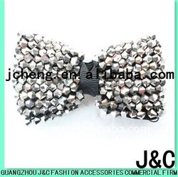 Glass bead bow shoe clip