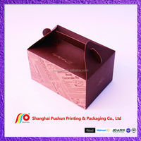 cake box with handle and decoration