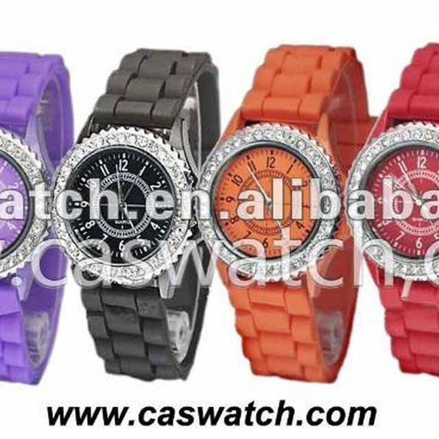 2012 factory price popular Rubber Band Geneva Watch with white crystal/OEM&ODM,comply CE,ROAHS