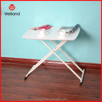 Foldable dining table in glossy white