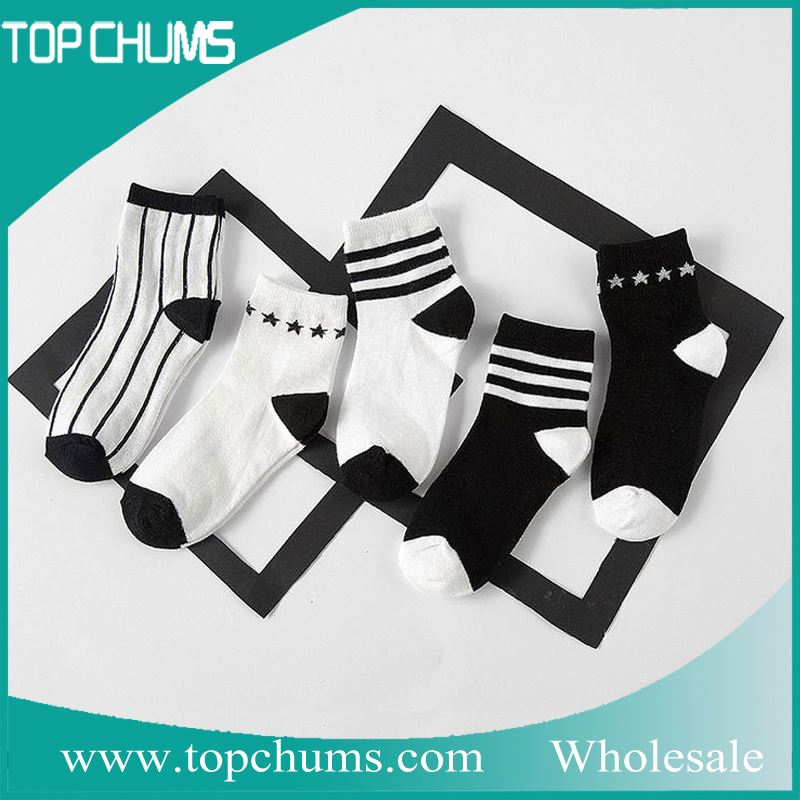 Hot selling in alibaba cheap kids fashion sport style balck white socks <strong>0</strong>