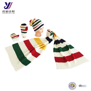 Design white colorful canada knitted scarf hat gloves sets