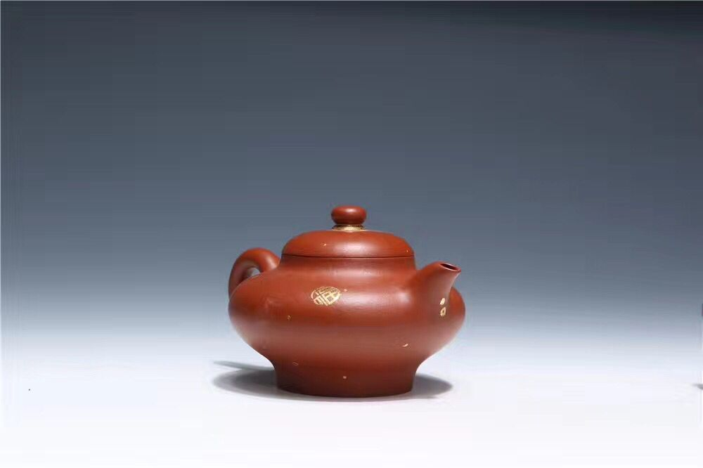 Yixing zisha clay teapot 170cc with master's certificate