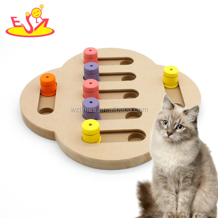 Wholesale high quality improve pets IQ interactive wooden cats treat toy W06F070