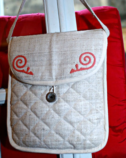 Cross-shoulder bag for Ipad, natural hemp with H'Mong patterns