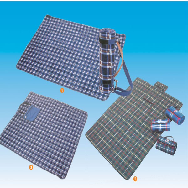 Grid Polyester Blanket For Travel And Hiking Use