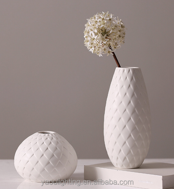High-quality elegant white ceramic flower vase with small diamond carving shape flower vase for decoration