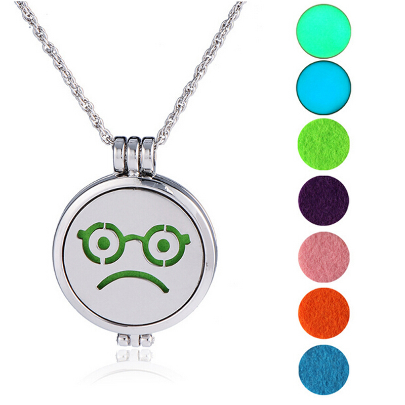 Yiwu Jewelry Necklace Aromatherapy Essential Oil Diffuser Round Locket Diffuser Necklace Luminous Disc Stailess Steel Pendant