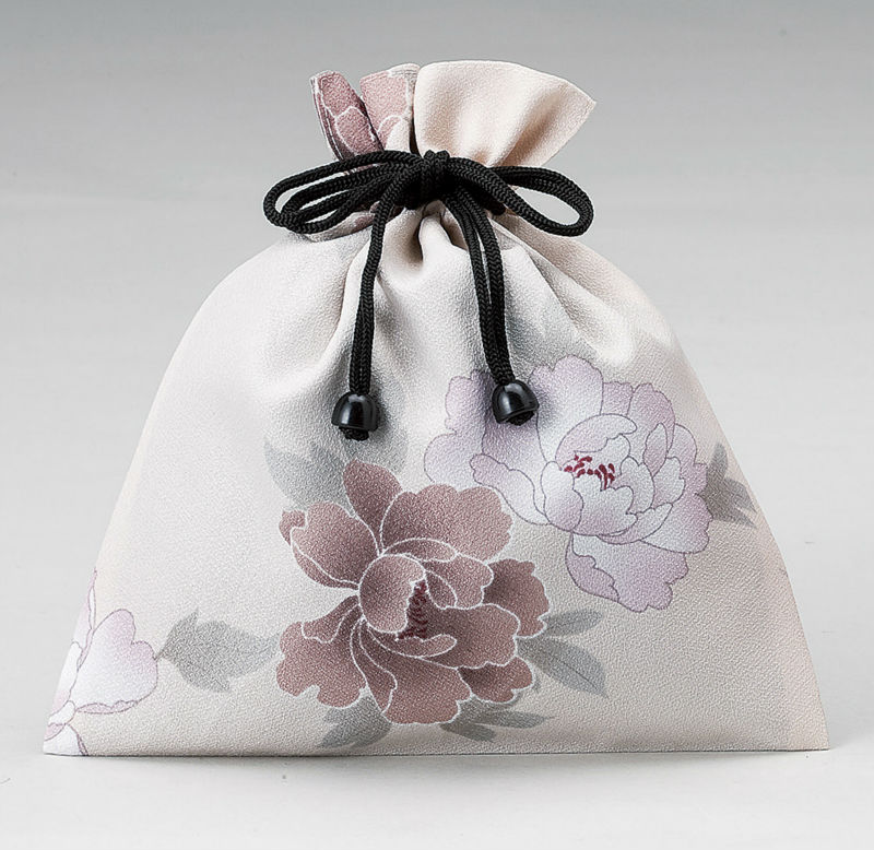 free patterns cosmetic bags made of kimono fabric with waterproof layer