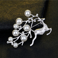 Christmas Pearl Crystal Pin Brooch Reindeer Stag Buck Deer Costume Jewelry Silver/Gold Tone