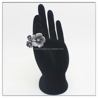 Fashion ring jewelry gun black flower shaped alloy ring